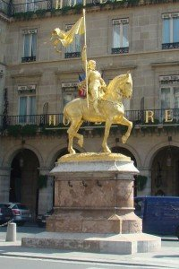 Statue-Jeanne-D-Arc-Paris-200x300